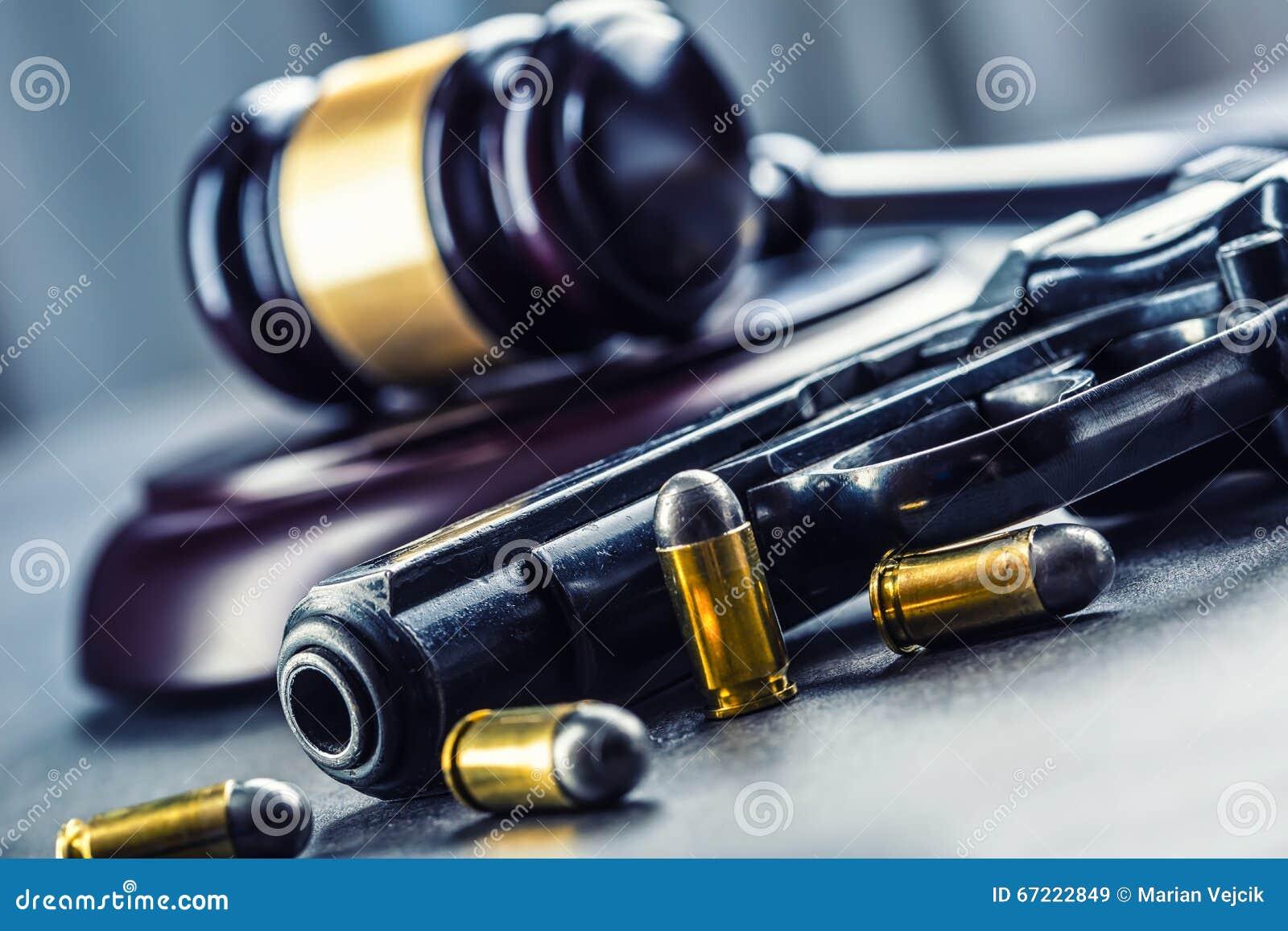 Martelo do martelo do juiz Justiça e arma Justiça e a magistratura no uso ilegal de armas Julgamento no assassinato