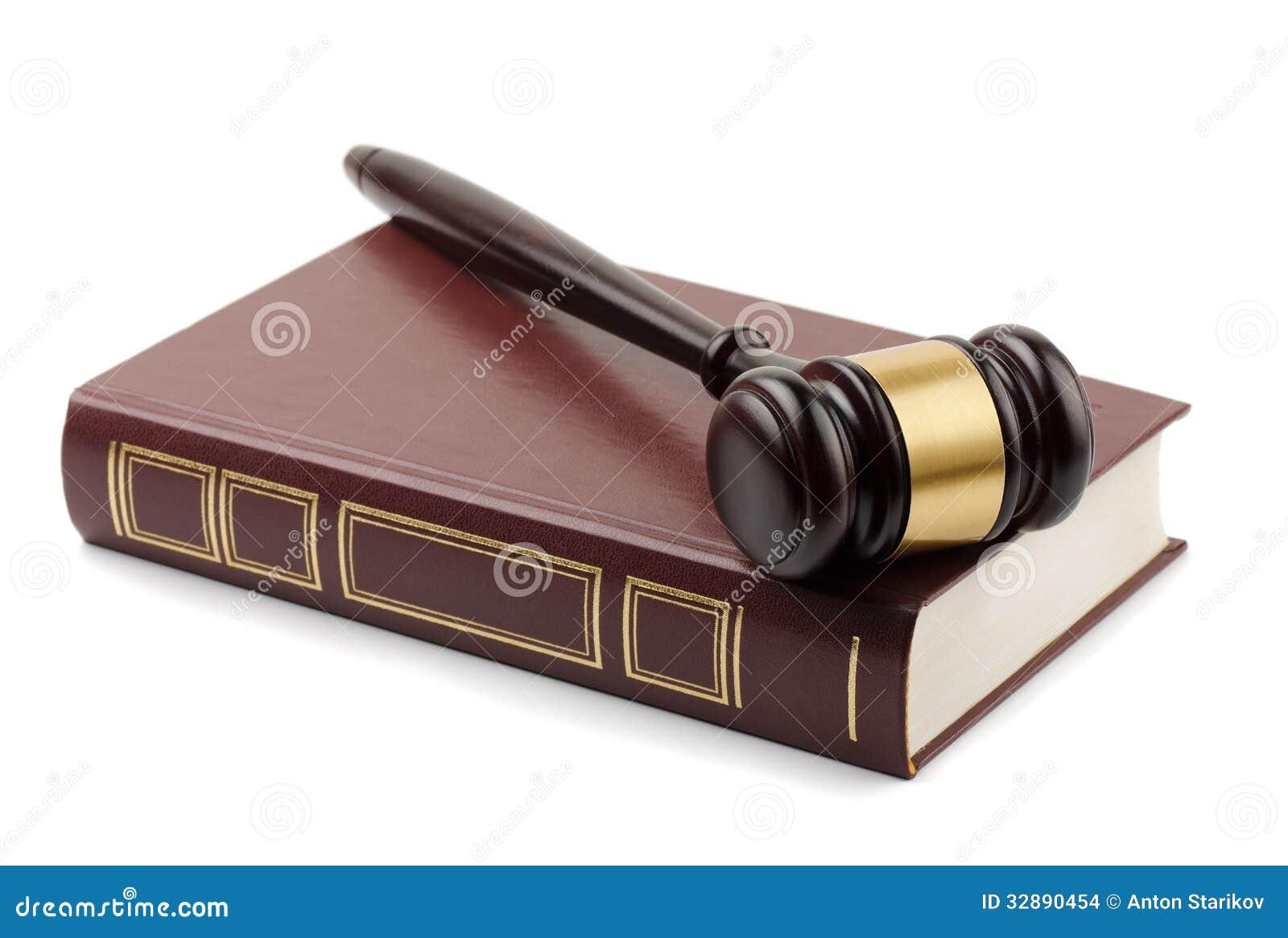Martelo e livro