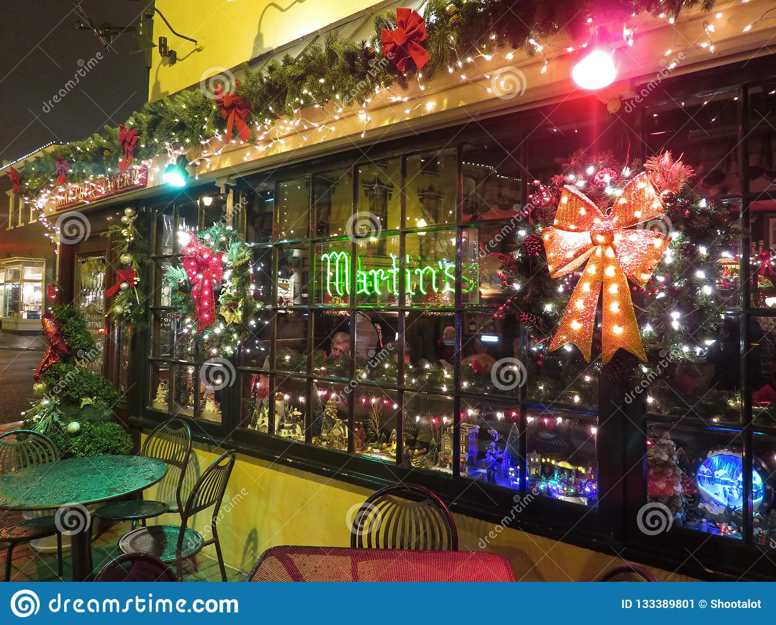 Dc Christmas Bar.Martins Tavern Restaurant In Georgetown During Christmas