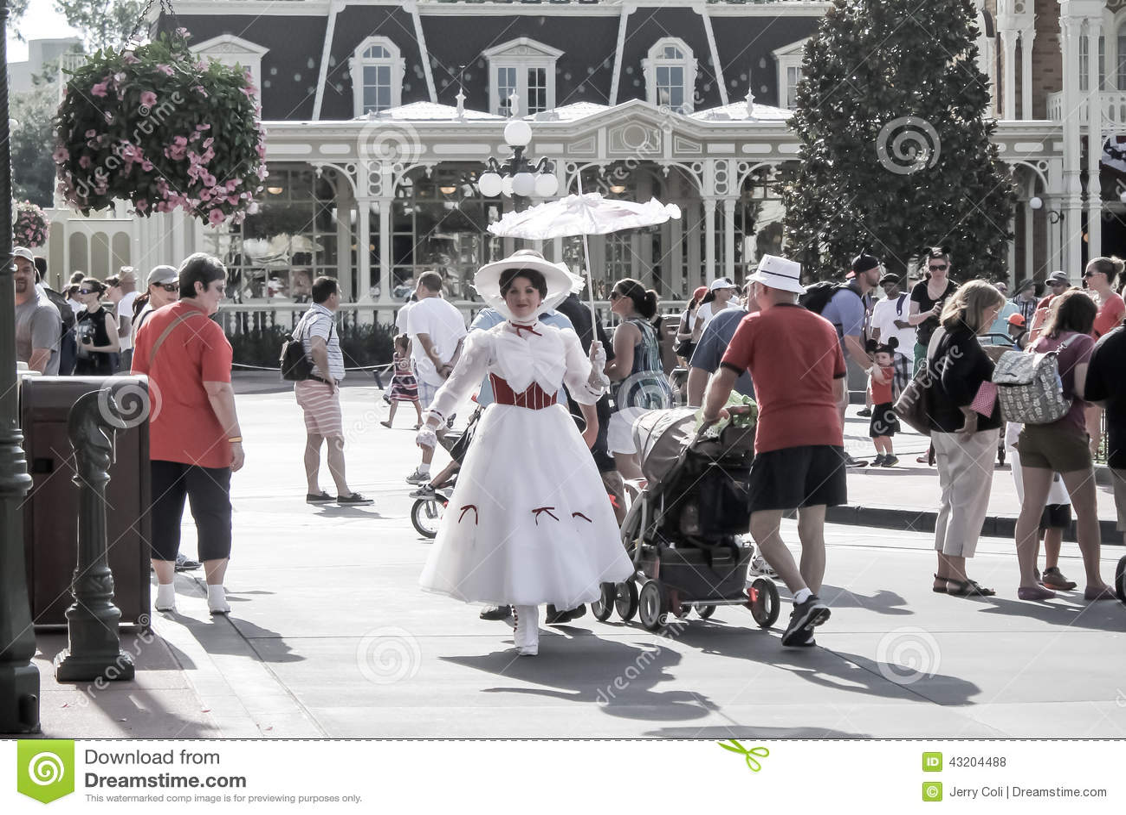 Download Mary Poppins Som Går I Magiskt Kungarike Redaktionell Arkivfoto - Bild av värld, turism: 43204488