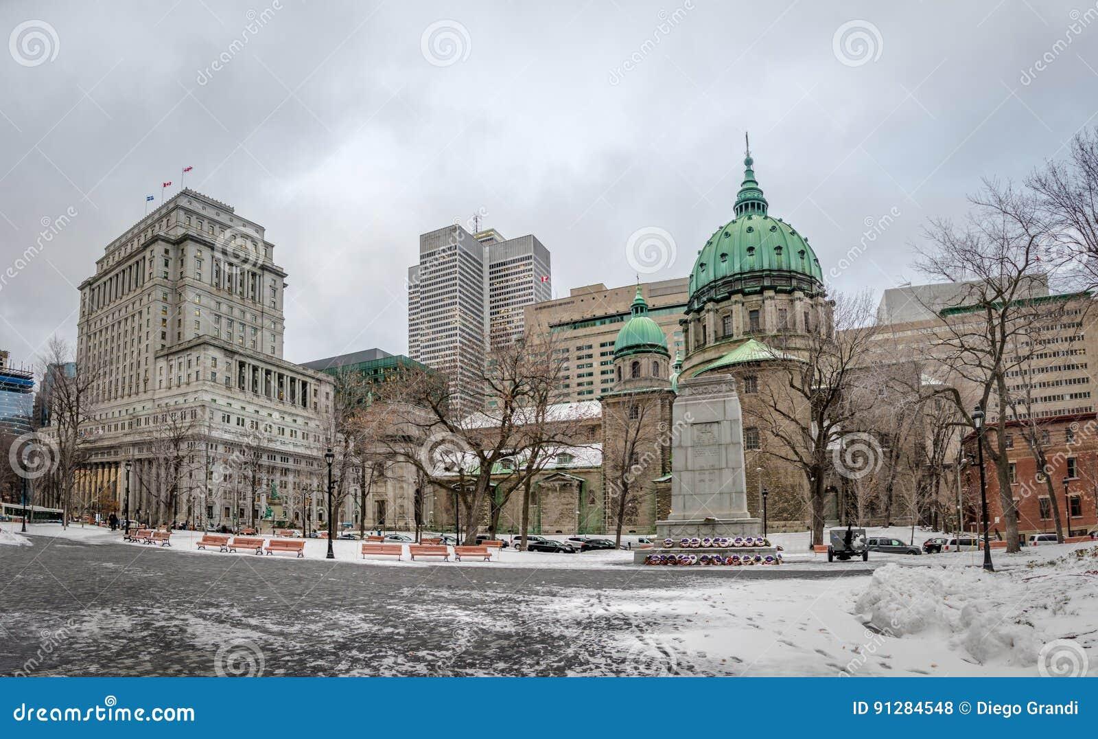 Mary Queen av världsdomkyrkan på snö - Montreal, Quebec, Kanada