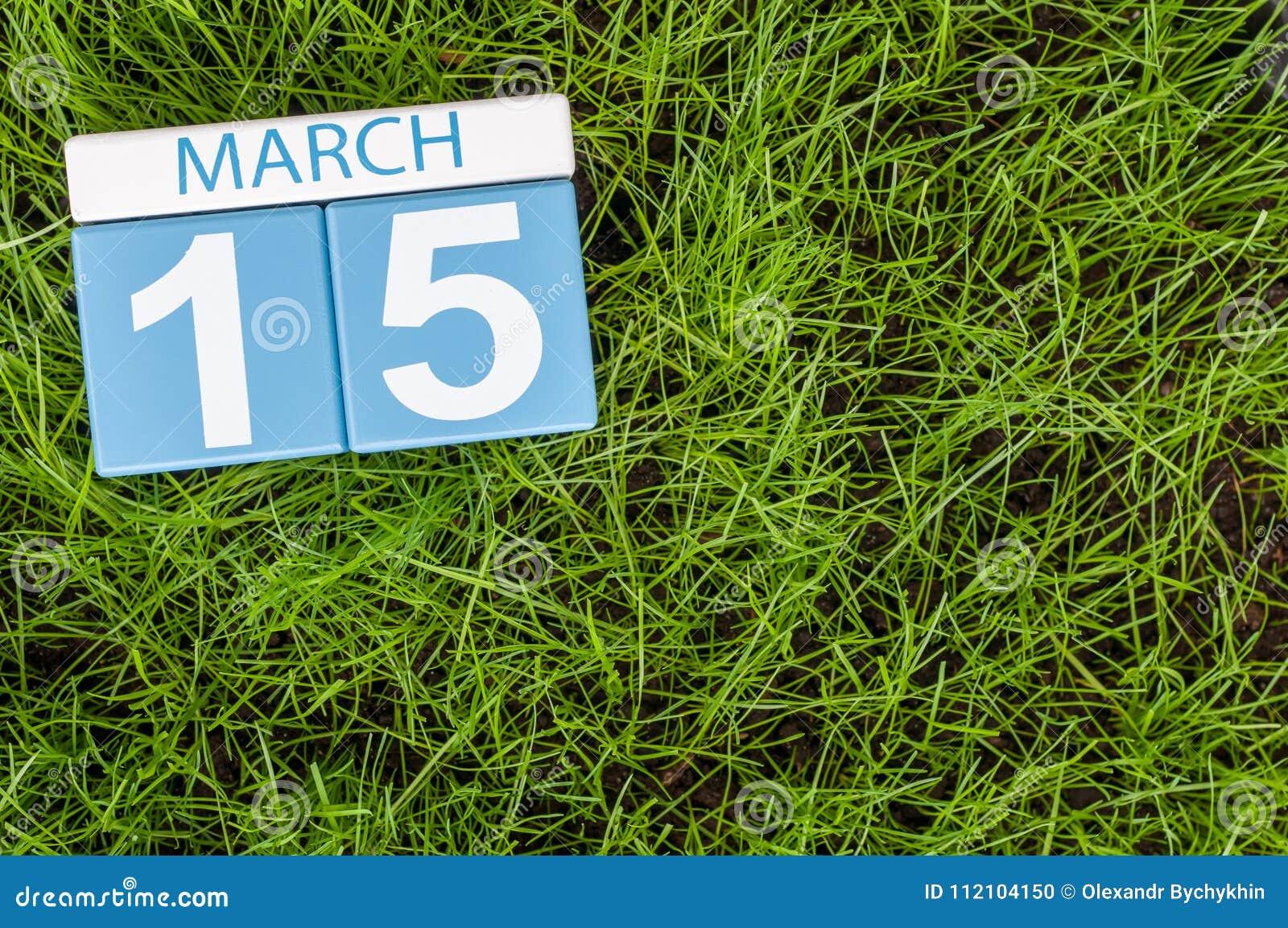 Fiera Erba Calendario.15 Marzo Giorno 5 Del Mese Calendario Sul Fondo Dell Erba