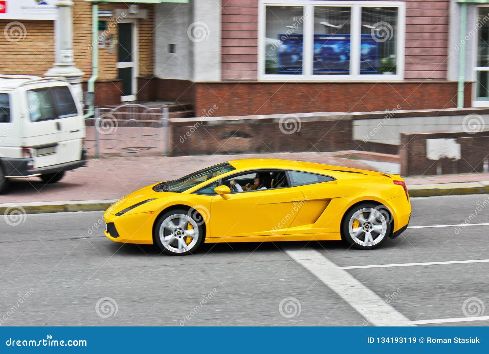 31 marzo 2015, Kiev, Ucraina Lamborghini Gallardo sulle vie di Kiev