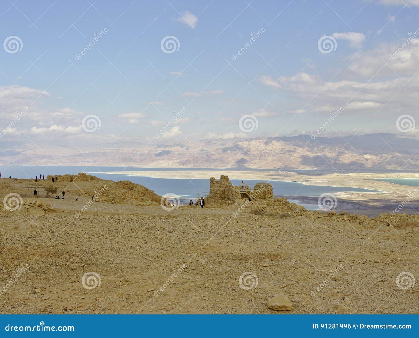Masada fästning med sikt på det döda havet