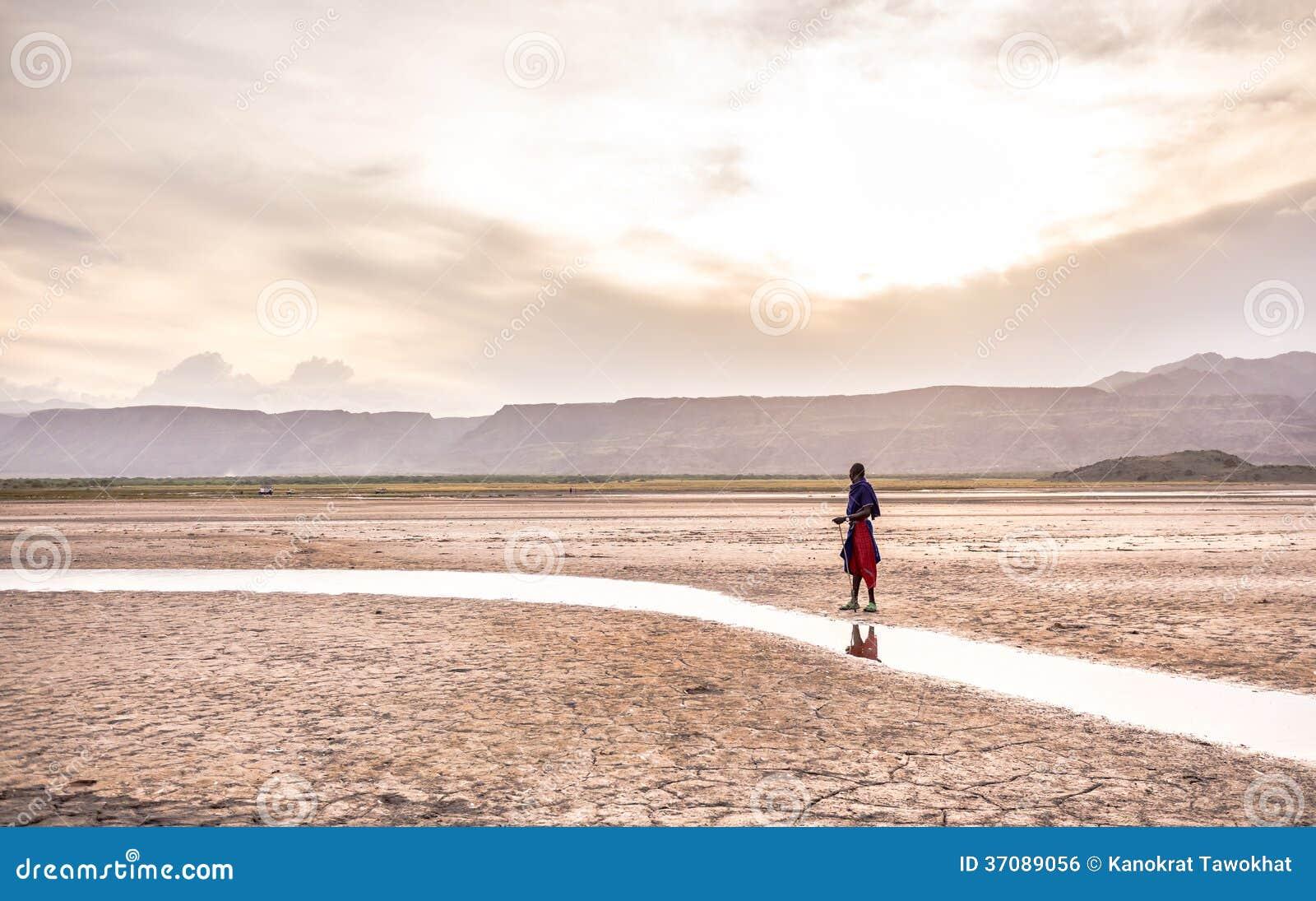 Download Masai Pozycja Blisko Natron Jeziora Zdjęcie Stock - Obraz złożonej z afrykanin, kultura: 37089056