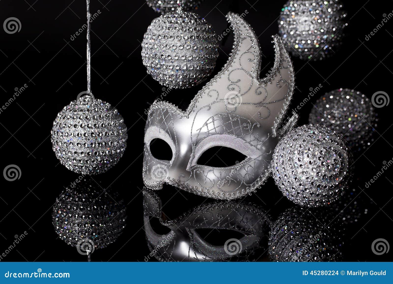Maschera d argento con gli ornamenti di festa