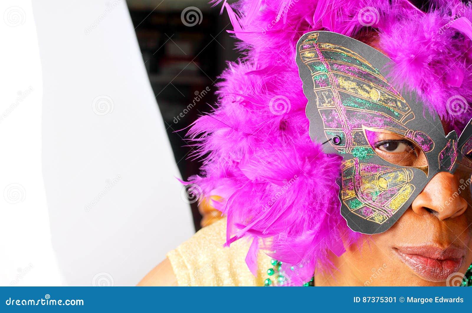 Maschera d uso della donna di colore
