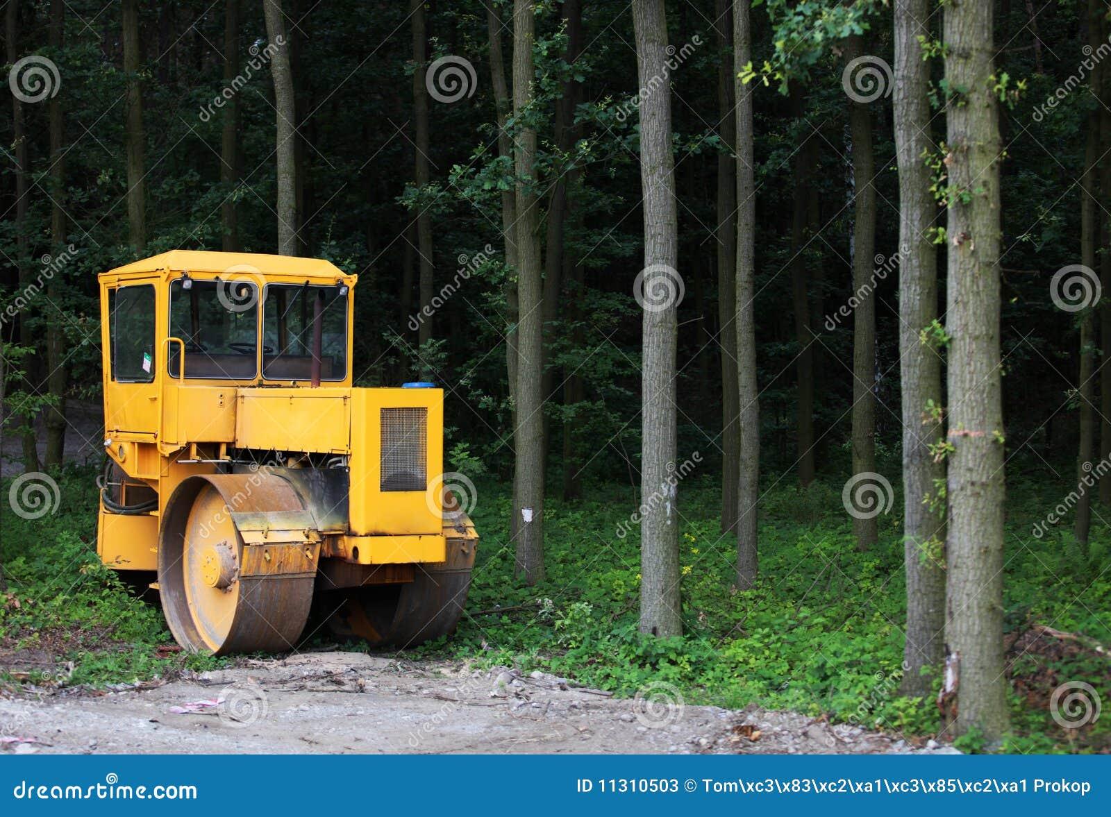 Maschine im Wald