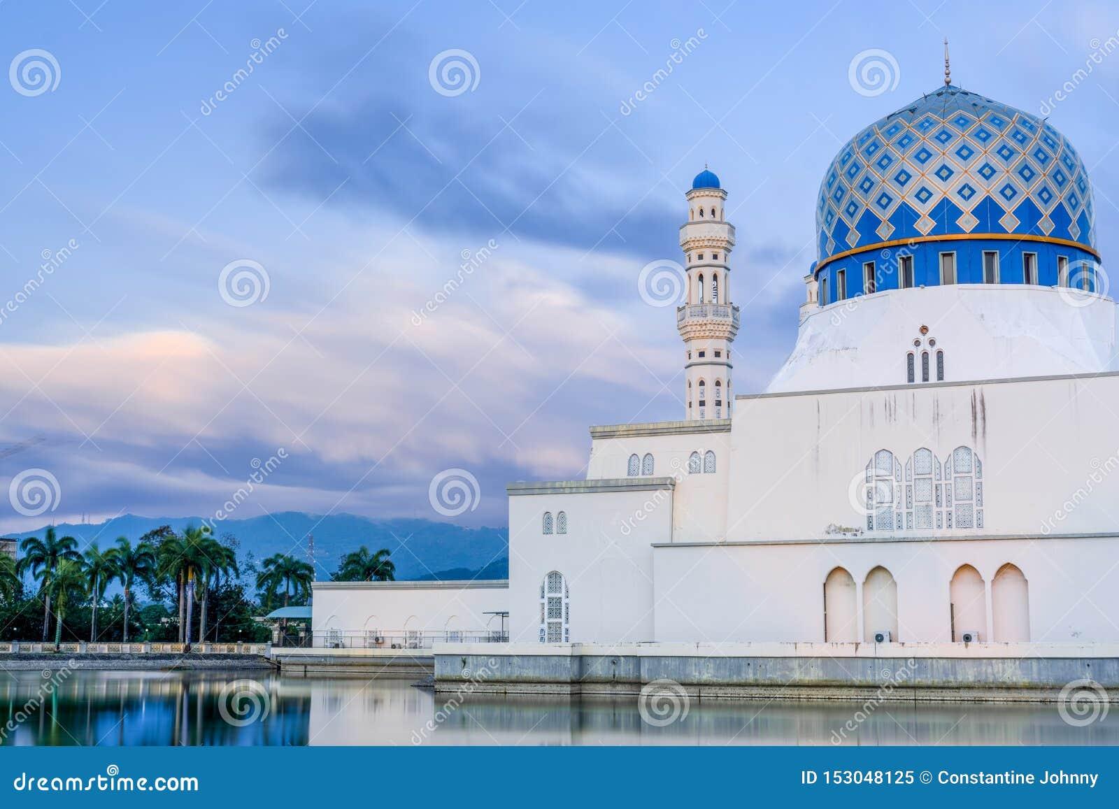 Masjid Bandaraya ou mosquée de ville de Kota Kinabalu, Sabah, Malaisie