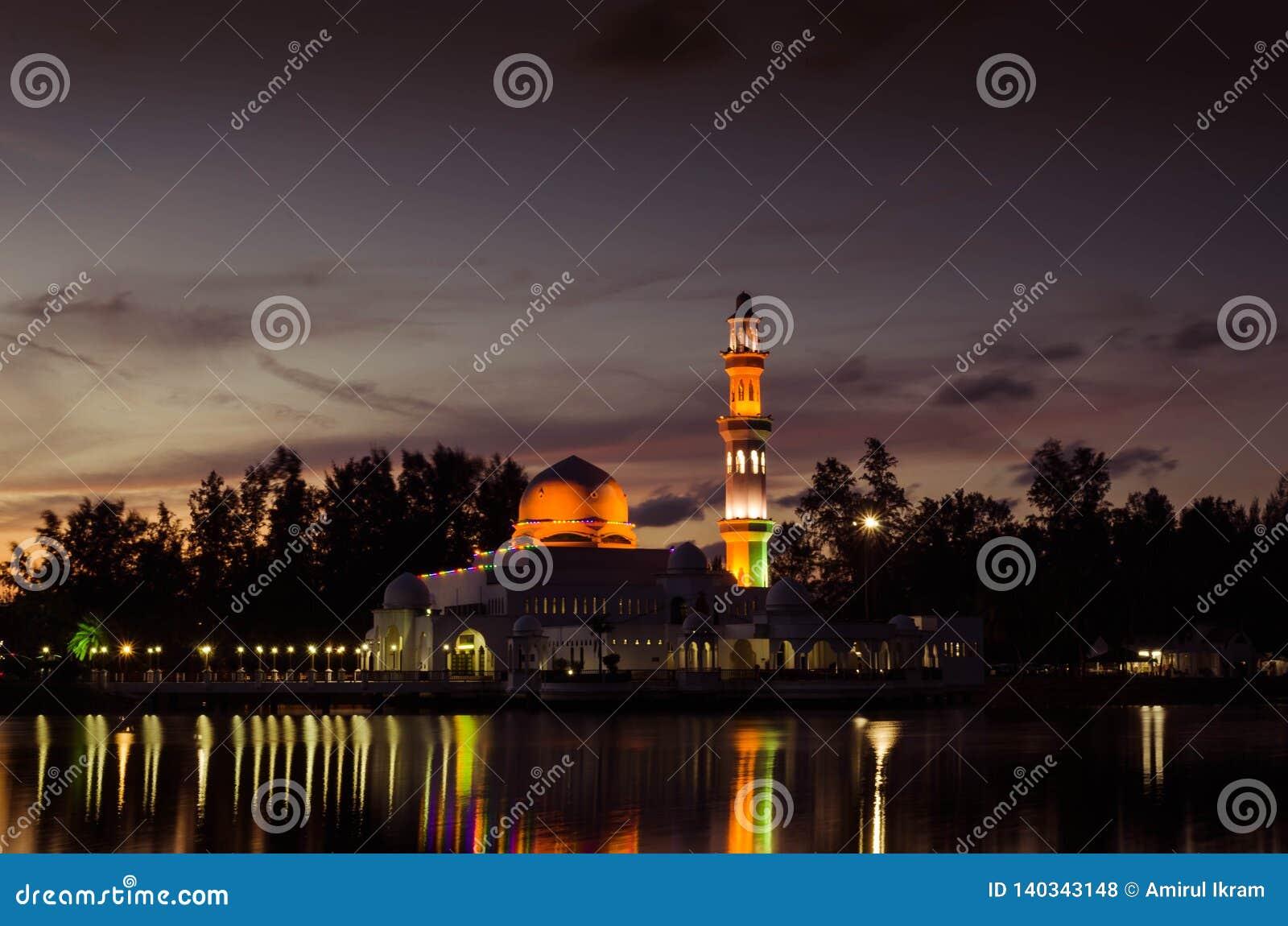 Masjid Tengku Tengah Zaharah晚上视图
