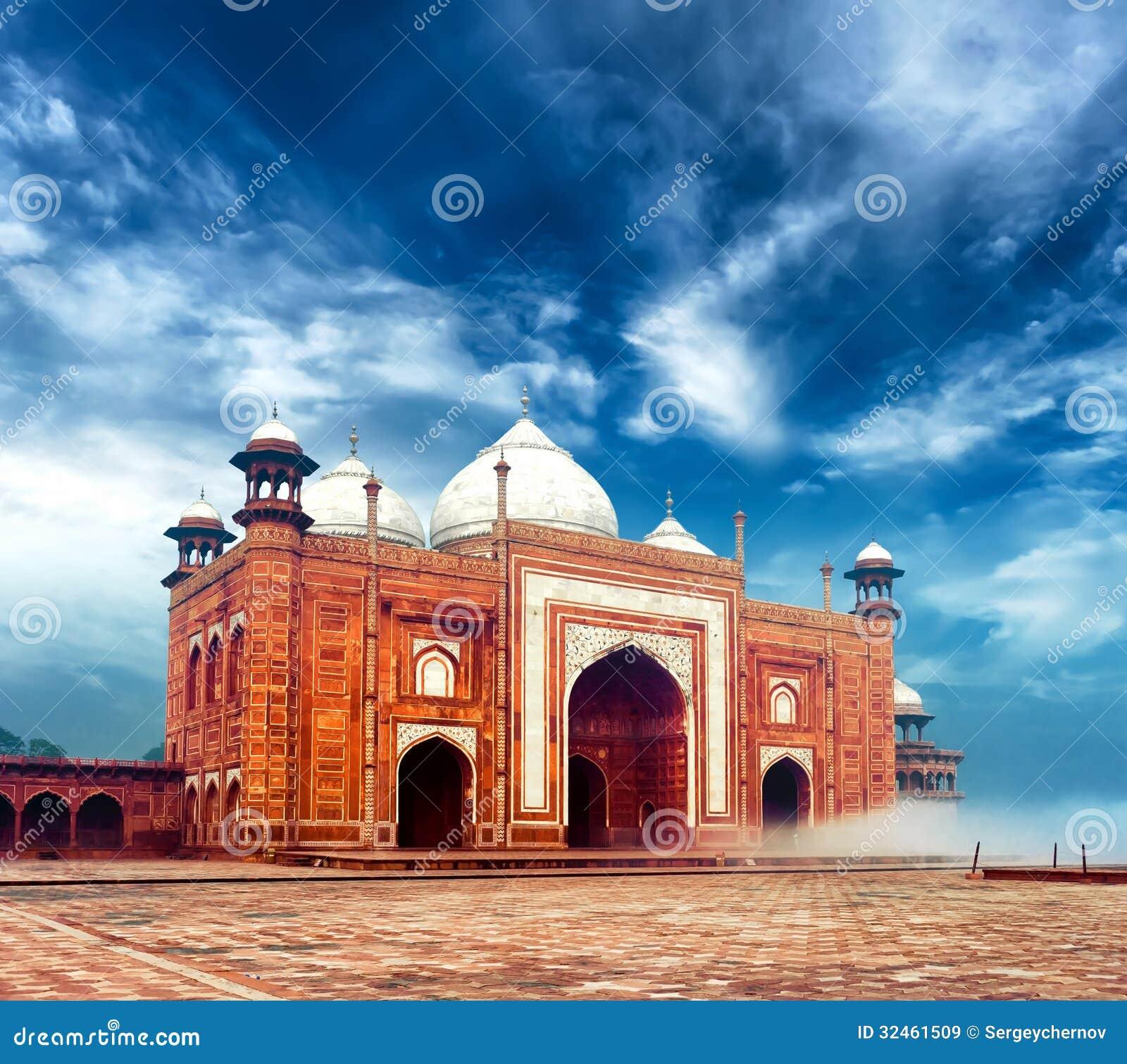 Masjidmoskee dichtbij Taj Mahal in India, Indisch paleis