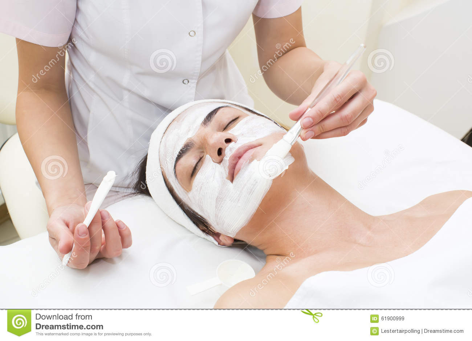 Maskengesichtsbehandlung