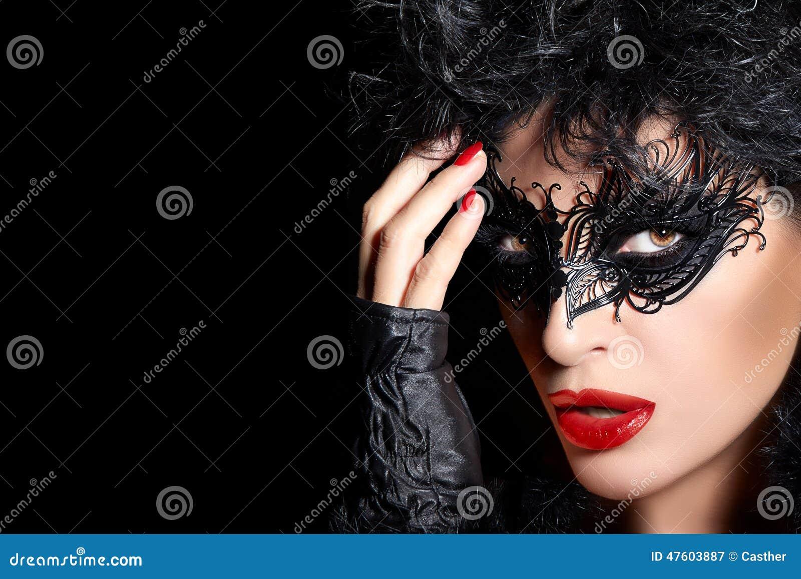 Maskerade Hoog Manierportret van Geheimzinnige Vrouw met Zwarte