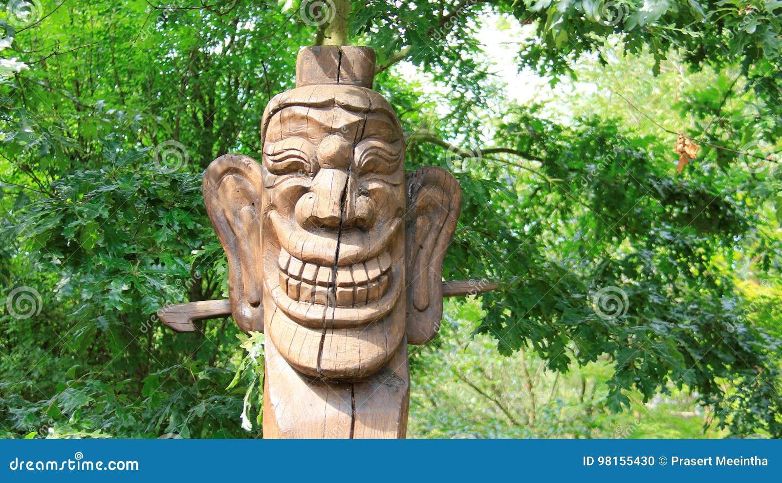 Maskowej uśmiechu śmiechu twarzy Korea Drewniany Rzeźbi styl