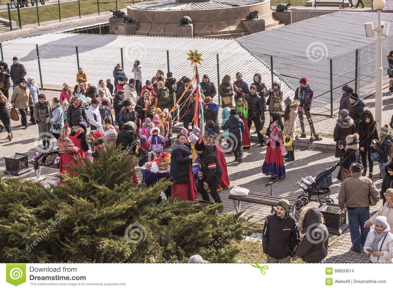 Maslenitsa- Adults and children walk in the park to Shrovetide