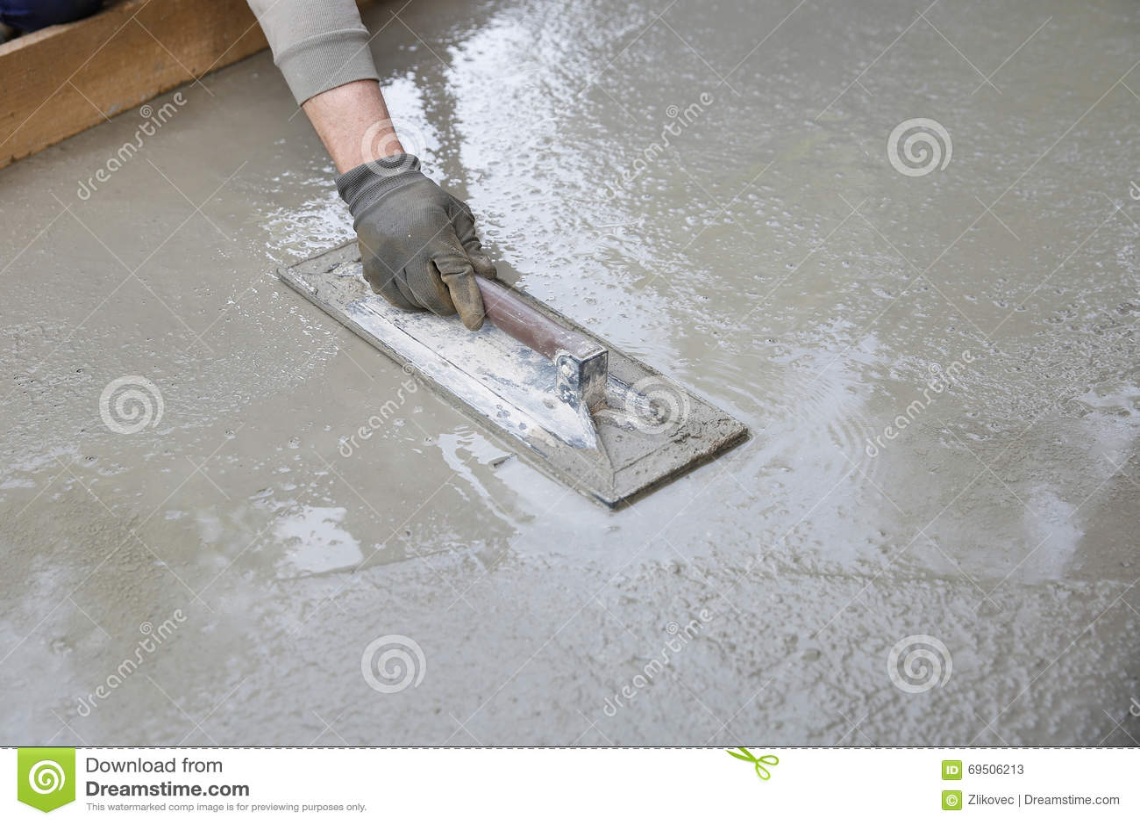 Mason leveling and screeding concrete floor base stock image image download comp solutioingenieria Choice Image