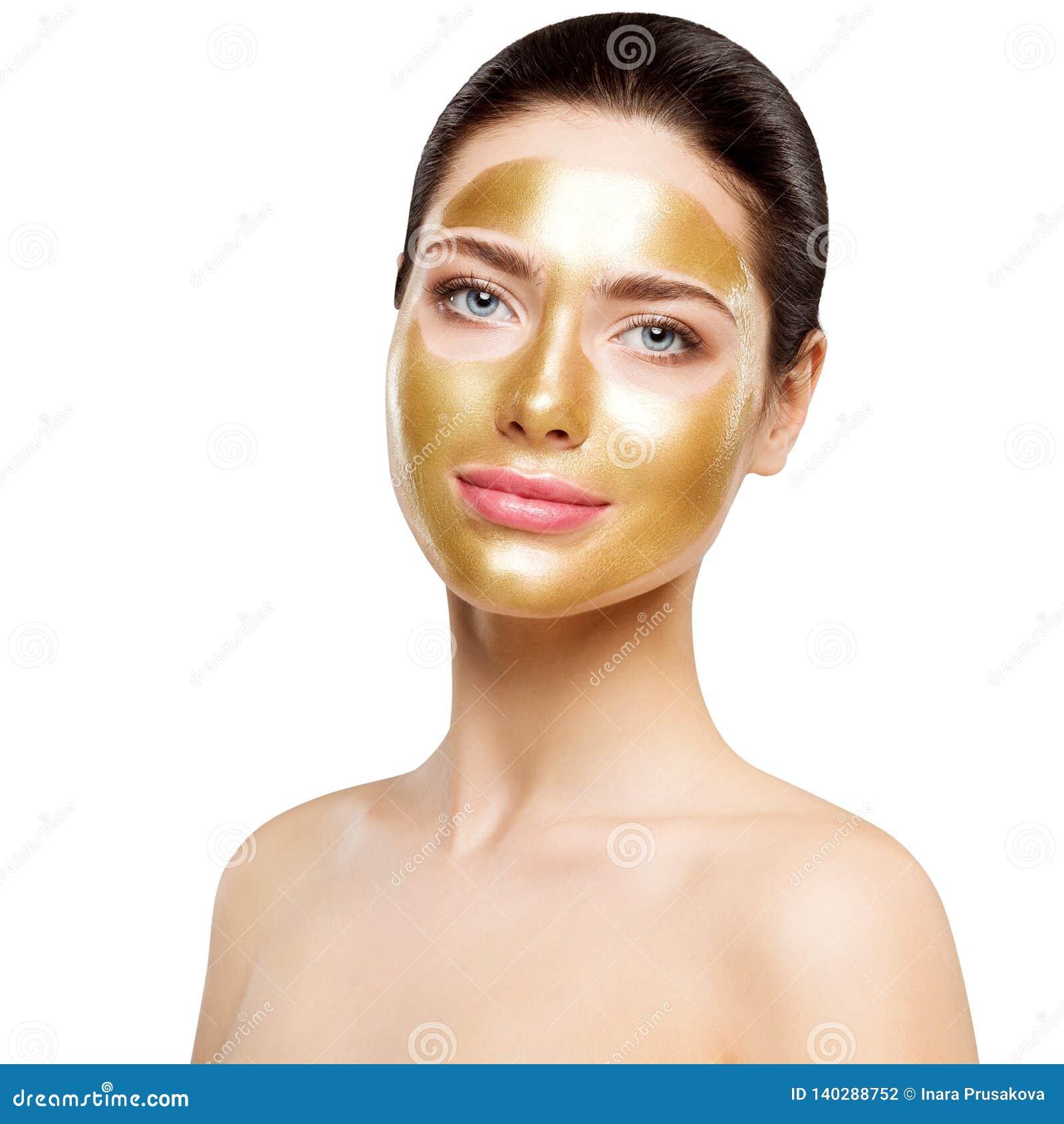 Masque d or de femme, beau modèle avec du cosmétique facial d or de peau, soins de la peau de beauté et traitement