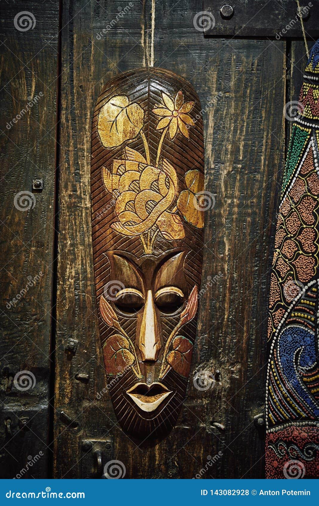 Masque en bois de vaudou
