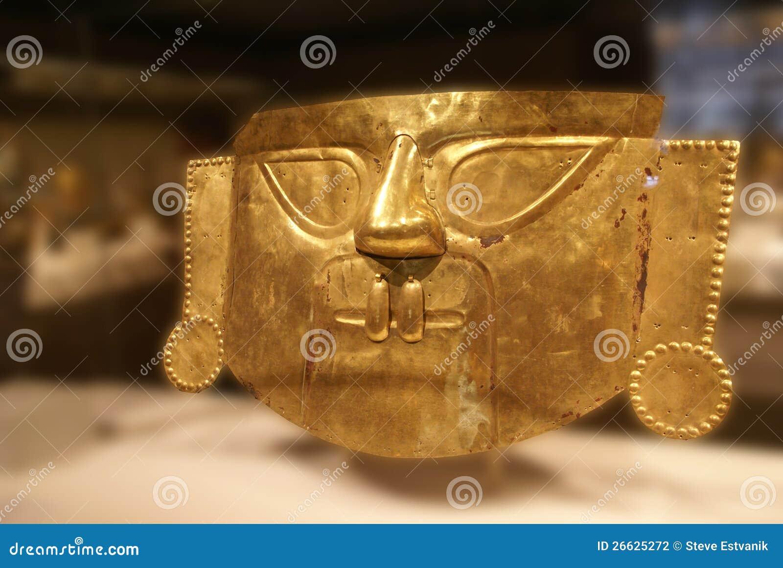 Masque funéraire péruvien, or martelé du Pérou