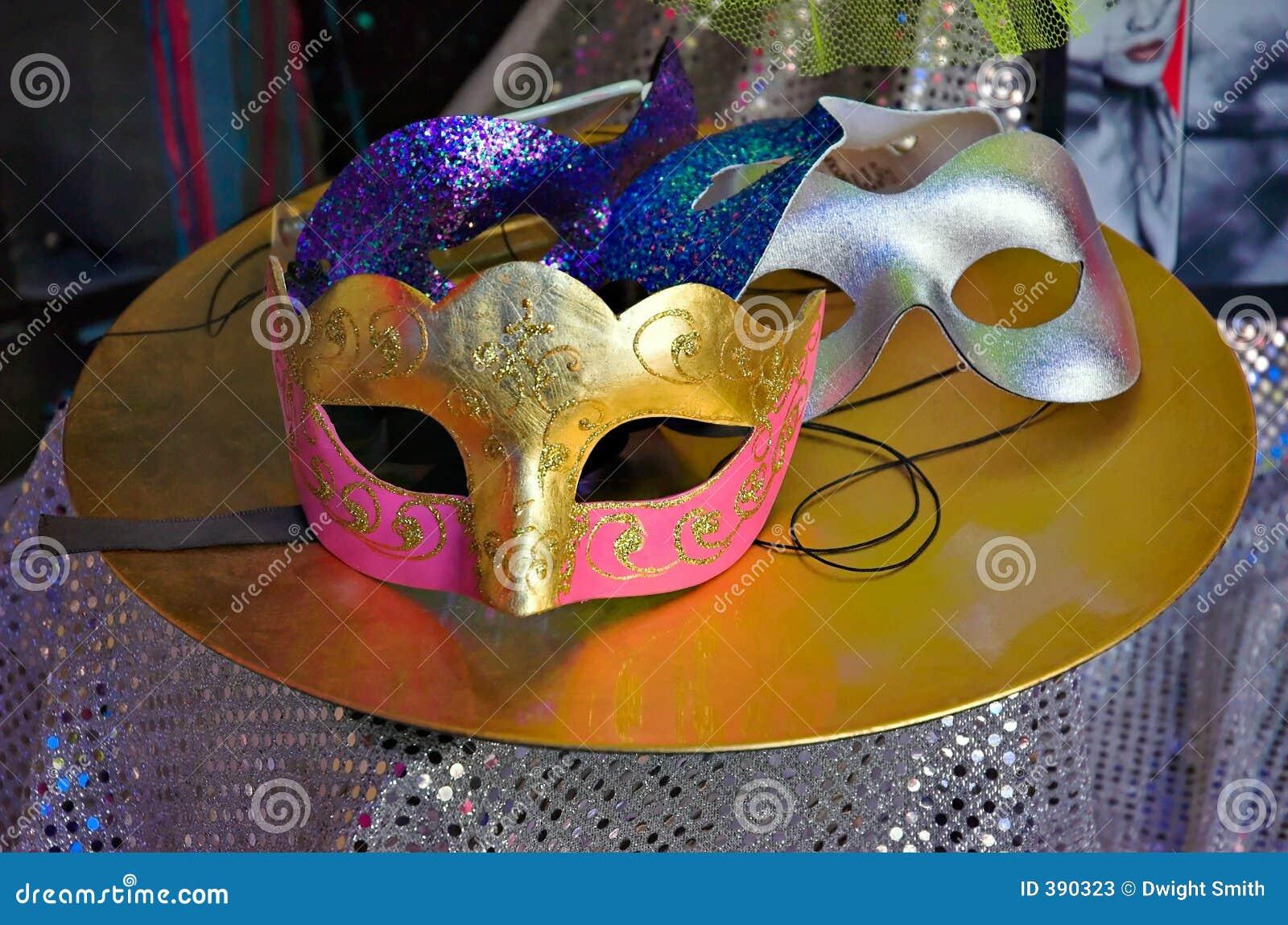 Masques de Carnaval sur le Tableau