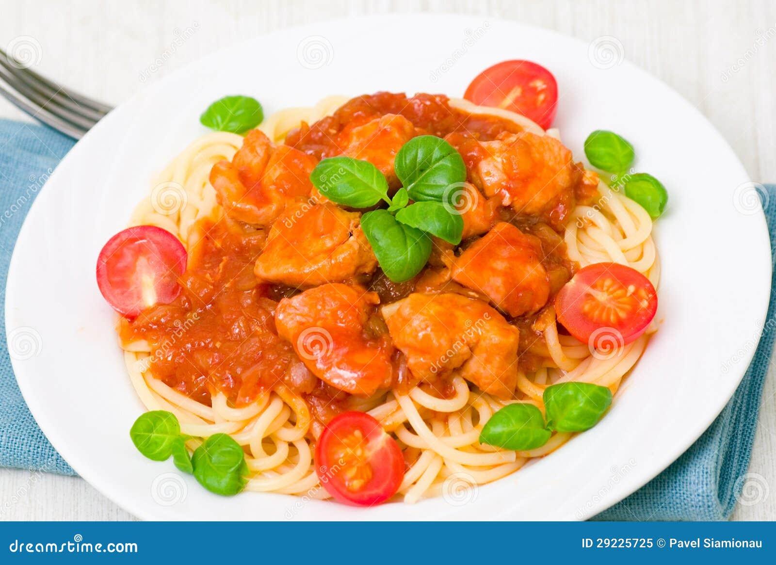 Download Massa Com O Peito De Frango No Molho De Tomate Imagem de Stock - Imagem de folha, mediterranean: 29225725