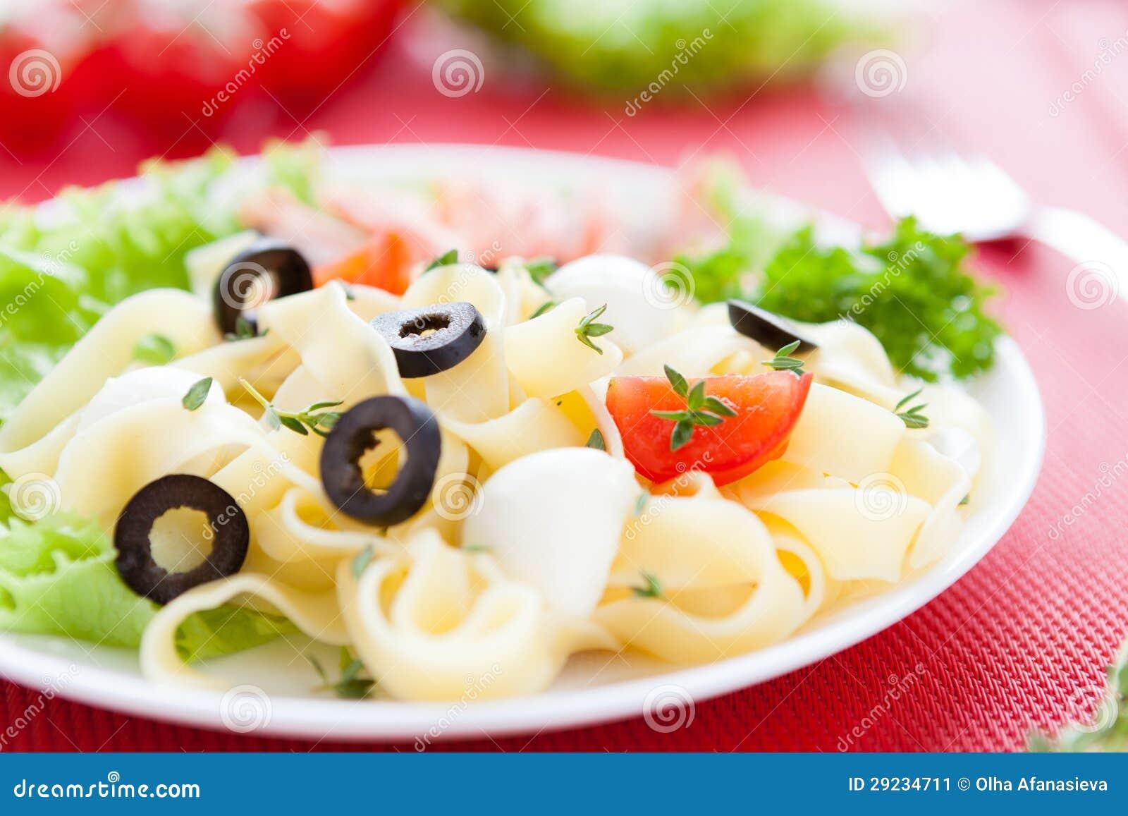Download Massa Do Delicado-gosto Com Mussarela Imagem de Stock - Imagem de pasta, chives: 29234711