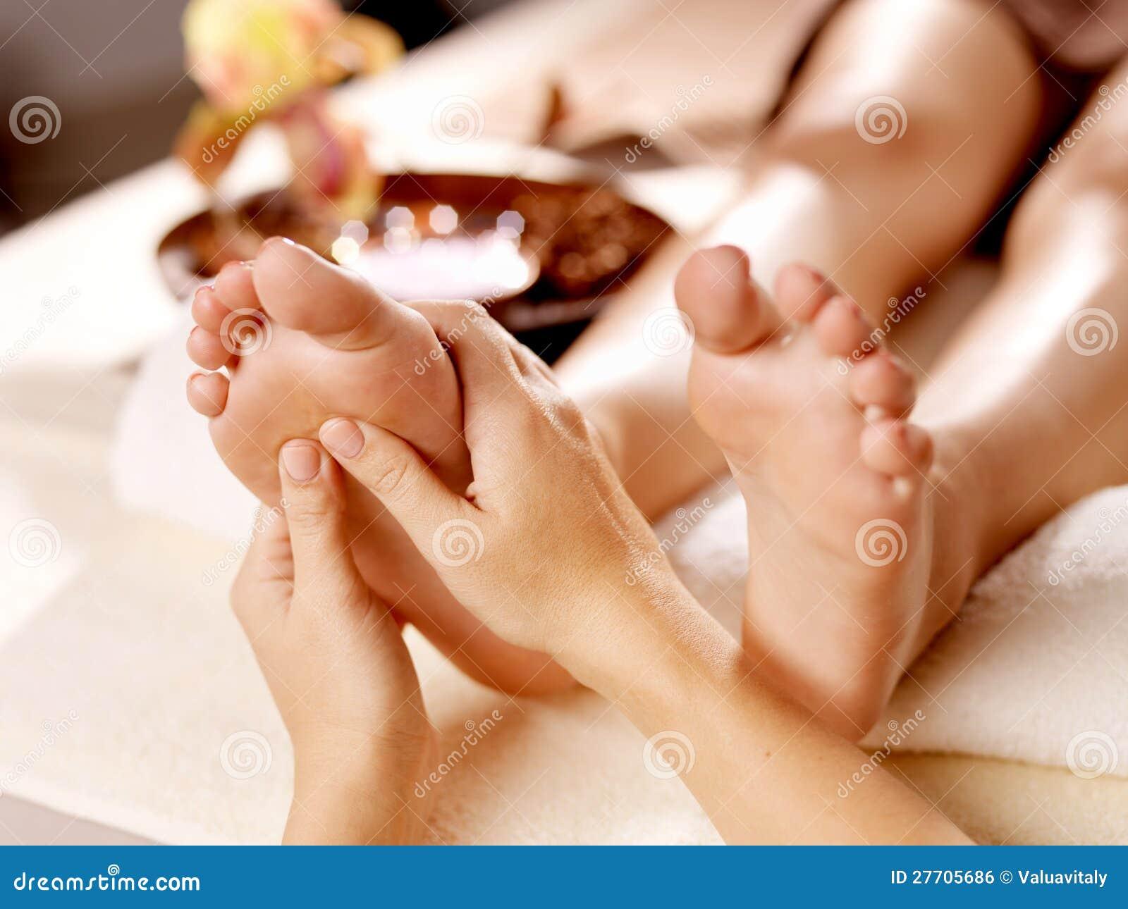 Massage av den mänskliga foten i brunnsortsalong