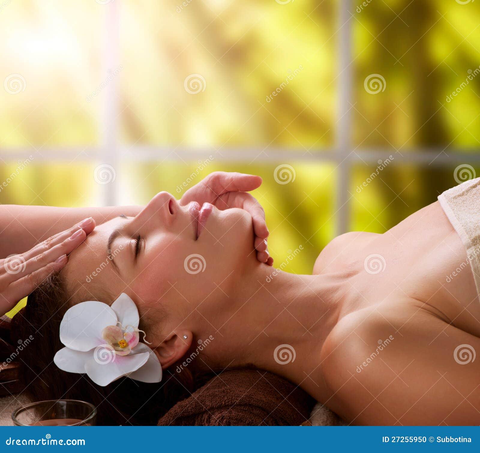 Massage de massage facial de station thermale