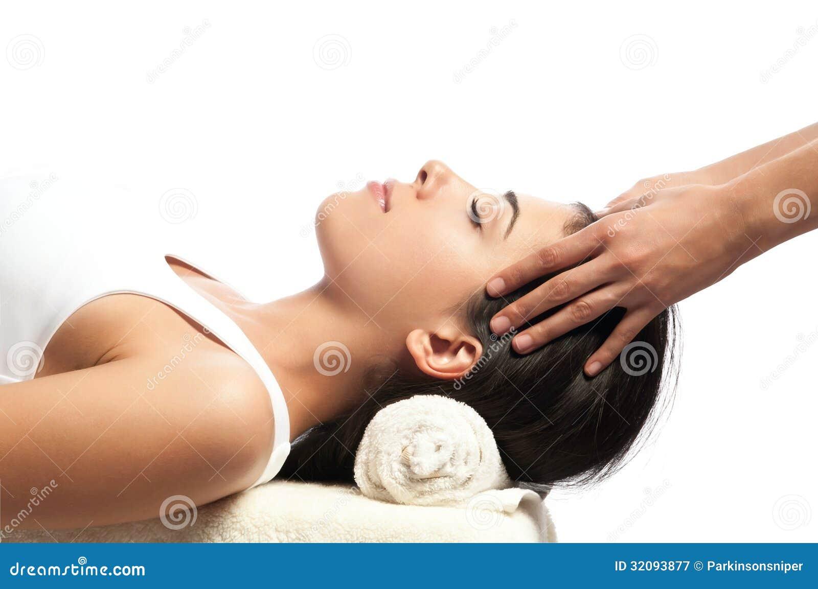 Massage de visage et de chef à la station thermale