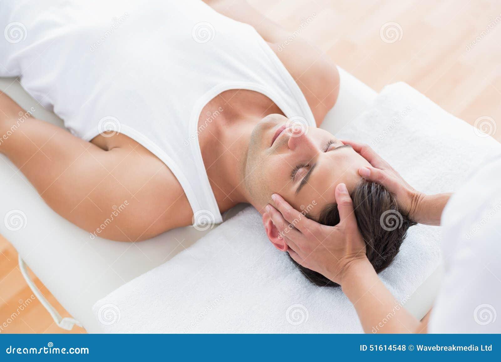 Massage för manhälerihuvud