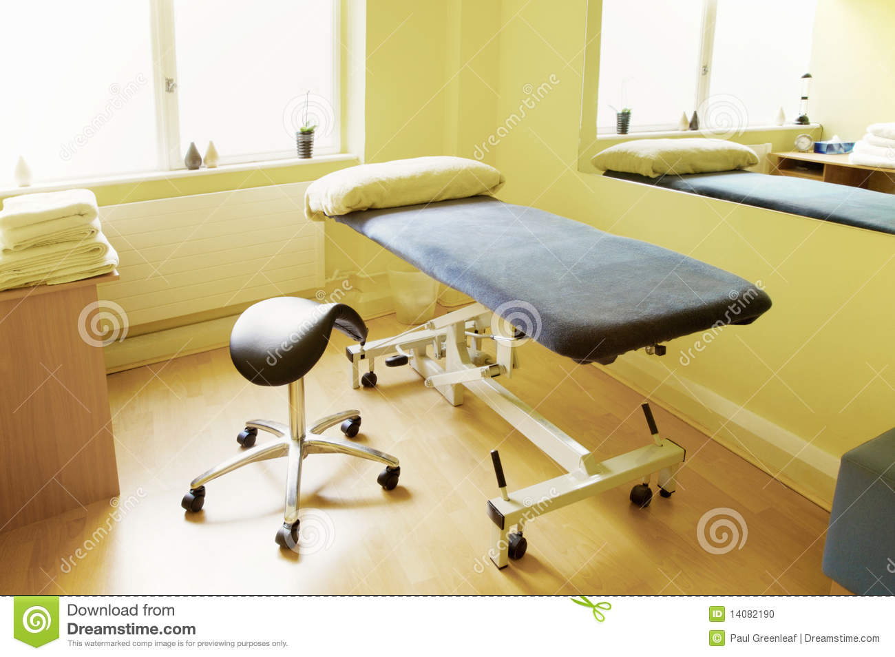 Massage physiotherapy acupuncture treatment room stock for The family room acupuncture