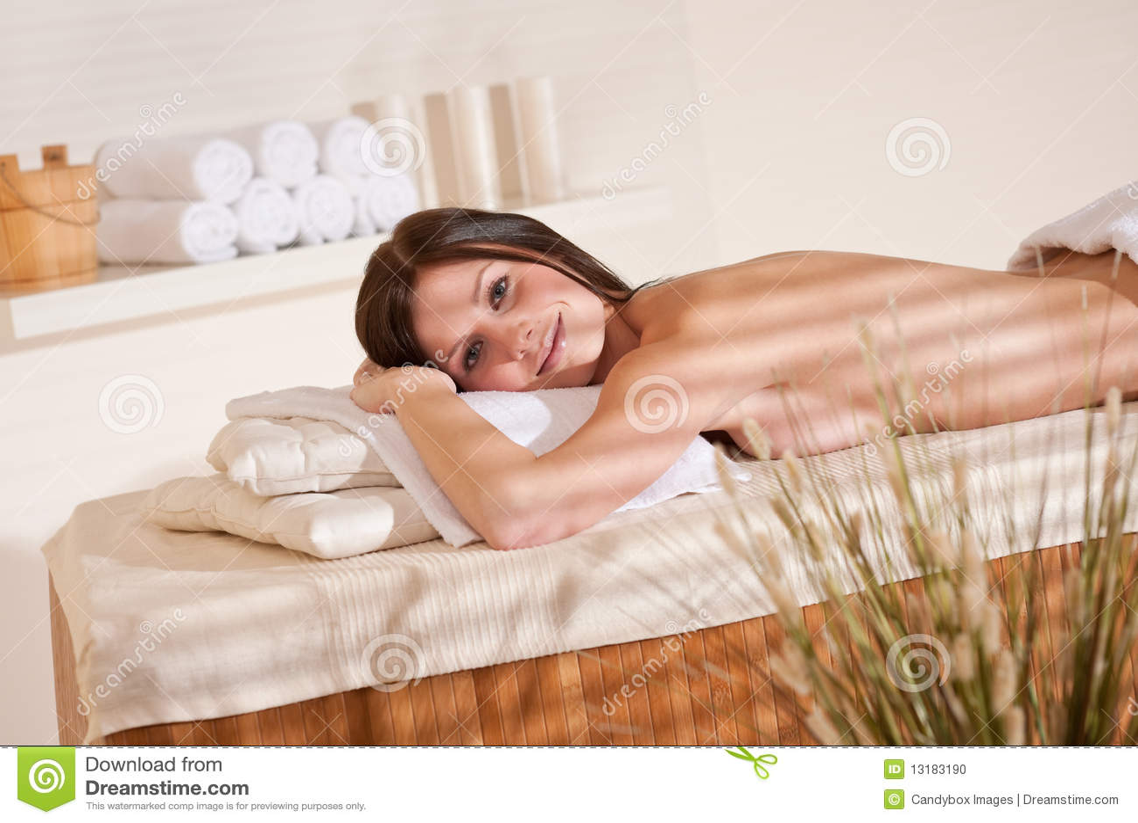 Massage spa νεολαίες γυναικών wellness &epsilo