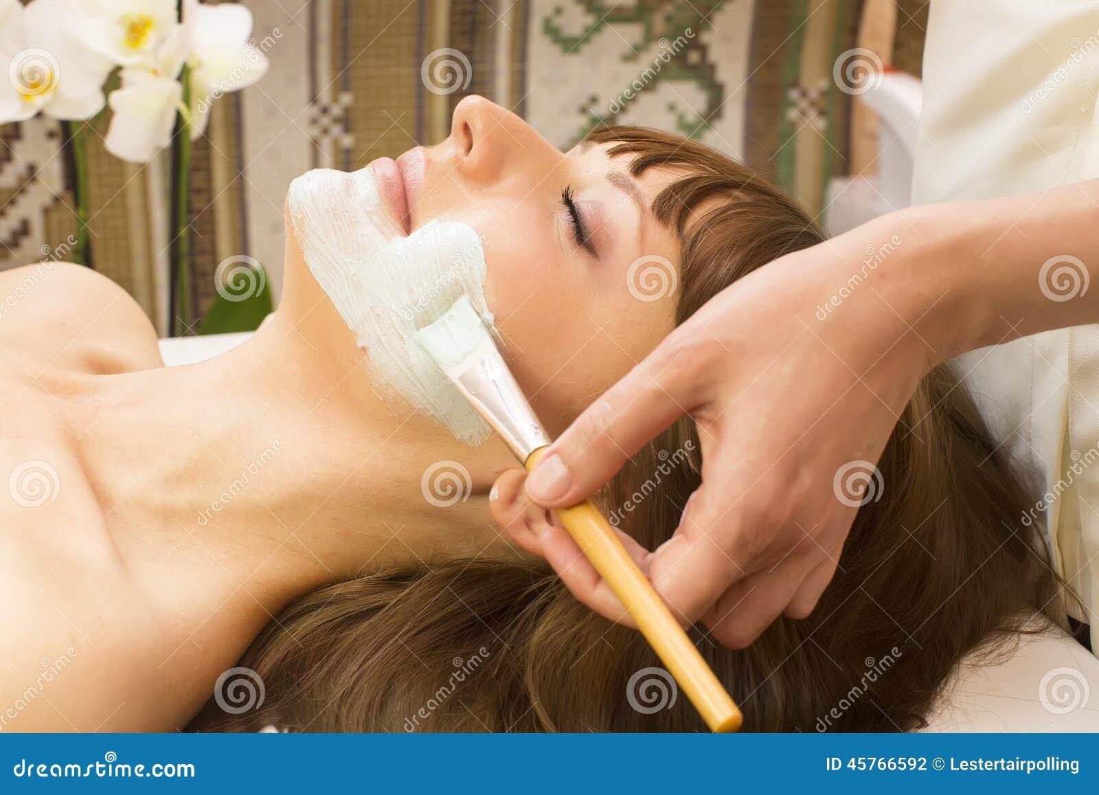 Massage- und Gesichtsbehandlungsschalen