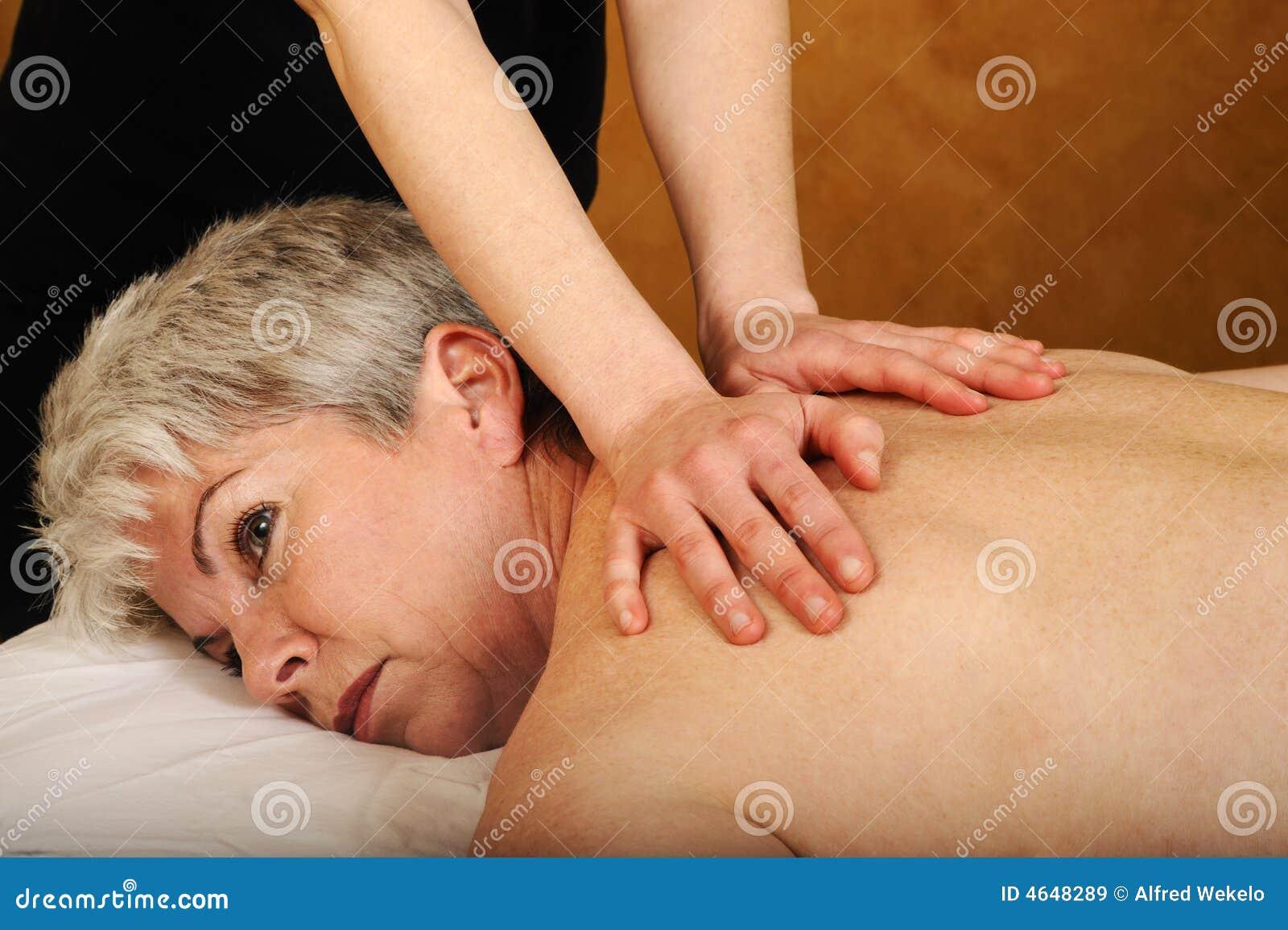 Massagem cheia sênior do corpo da saúde e da aptidão