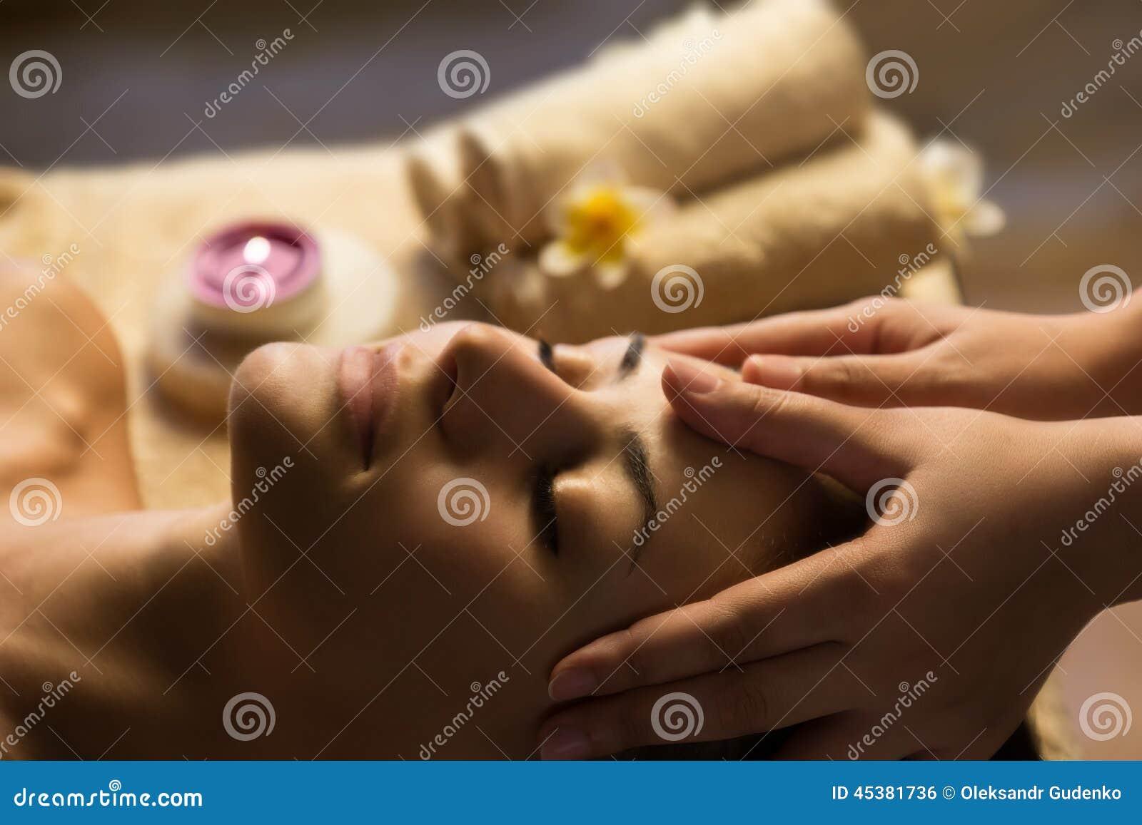 Massagem facial dos TERMAS