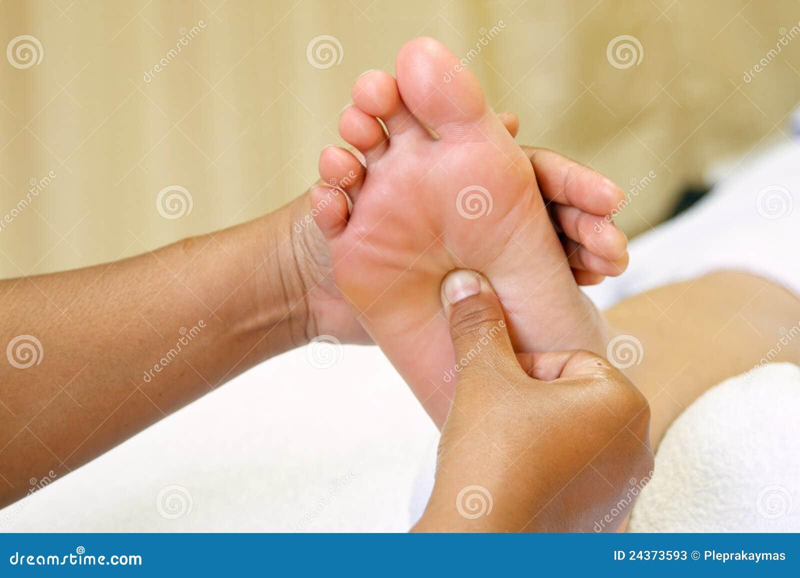 Massaggio del piede di reflexology piede della stazione for Piede quadrato di 20x20