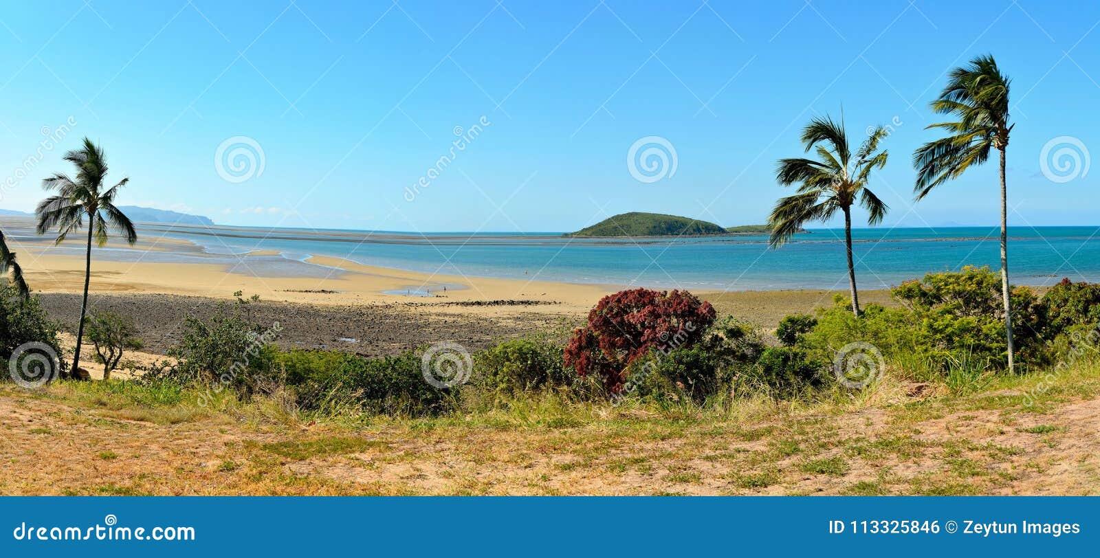 Massen-Punkt-Strand nördlich Mackay, Australien