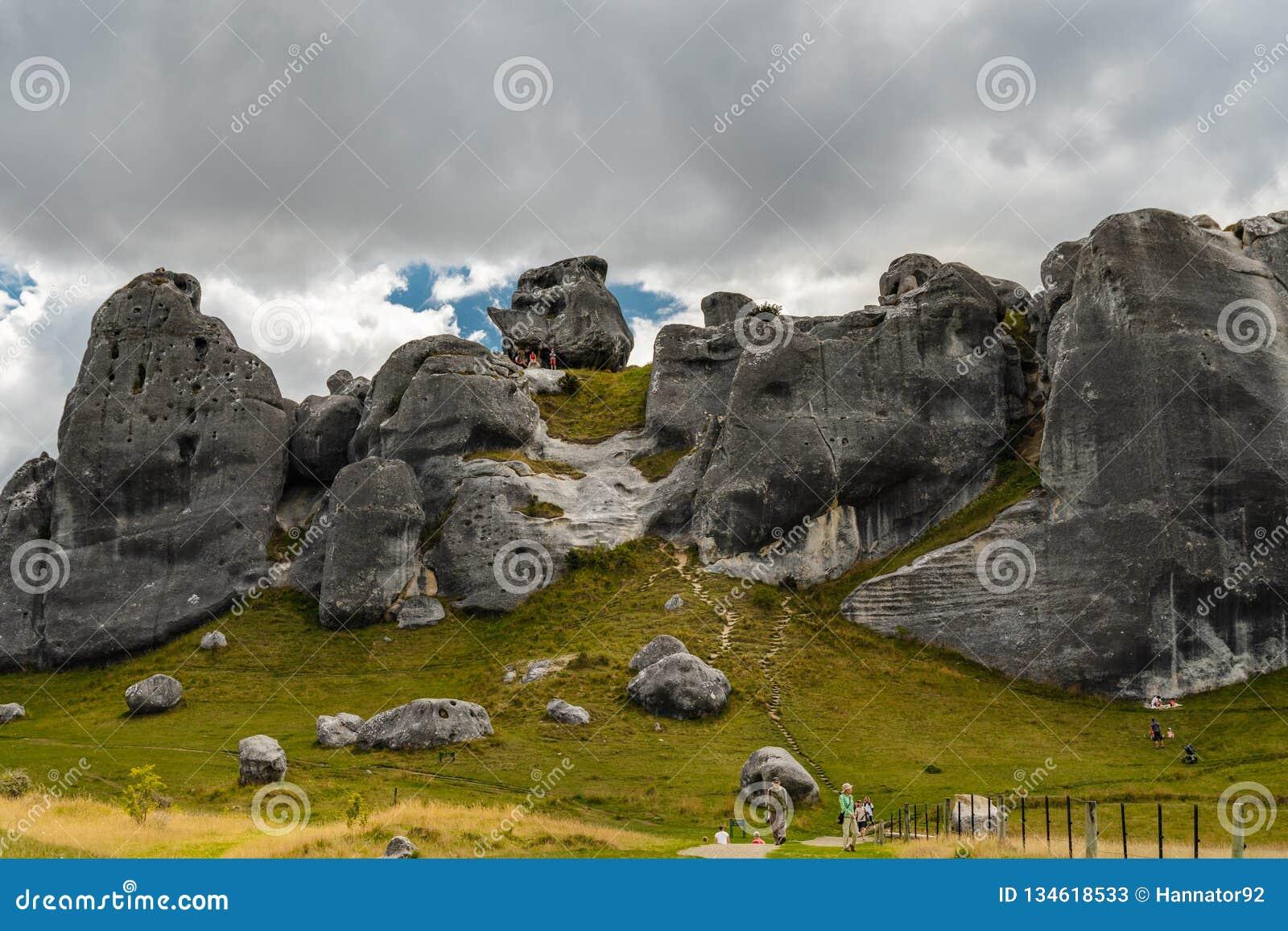 Massi giganti nelle montagne, collina del castello, Nuova Zelanda del calcare
