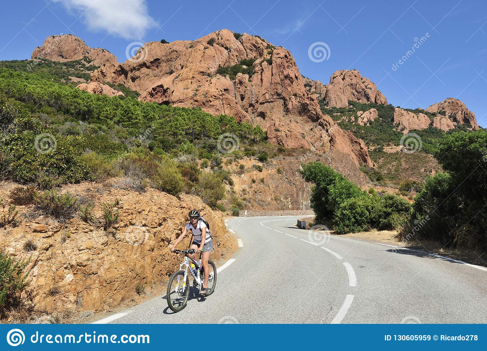Massiv de l Esterel som cyklar, skjul D Azur, Provence, Frankrike
