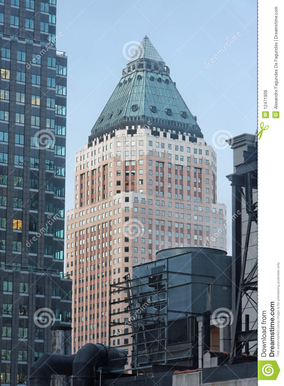 Massive Building In New York Royalty Free Stock Photos