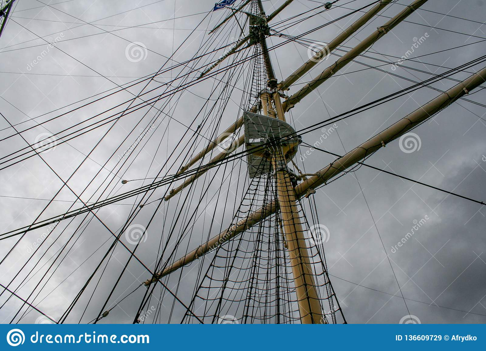 Mast on the old ship