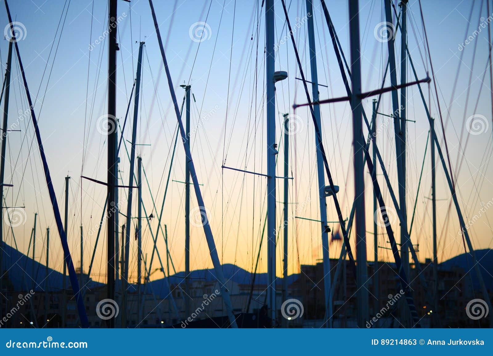 Maste von Yachten