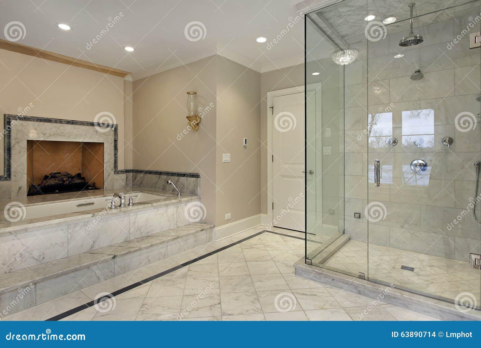 master-bad mit kamin stockfoto. bild von fußboden, badezimmer - 63890714