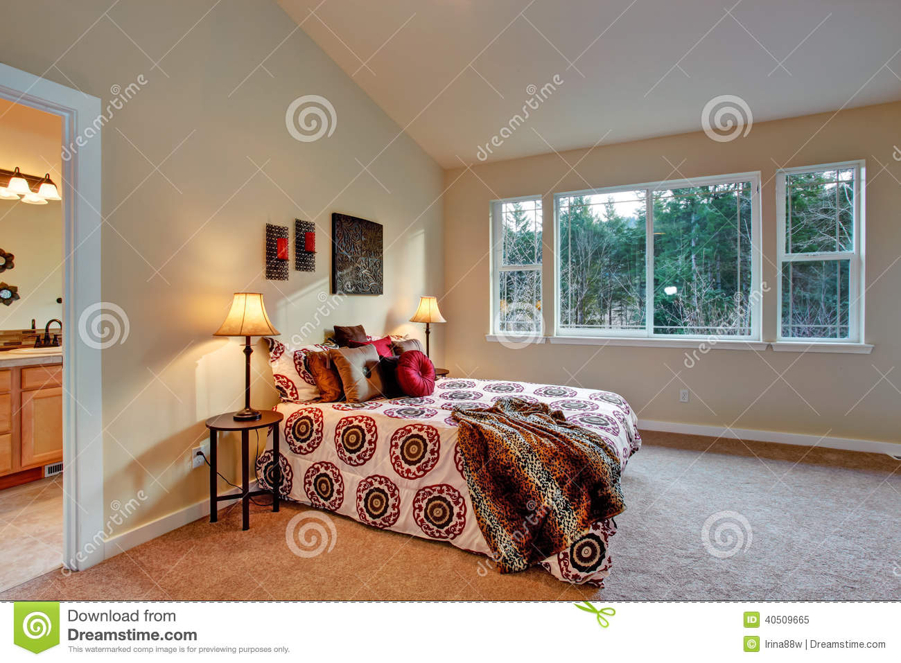 Master Bedroom With High Vaulted Ceiling Stock Image Image Of Estate Bedding 40509665