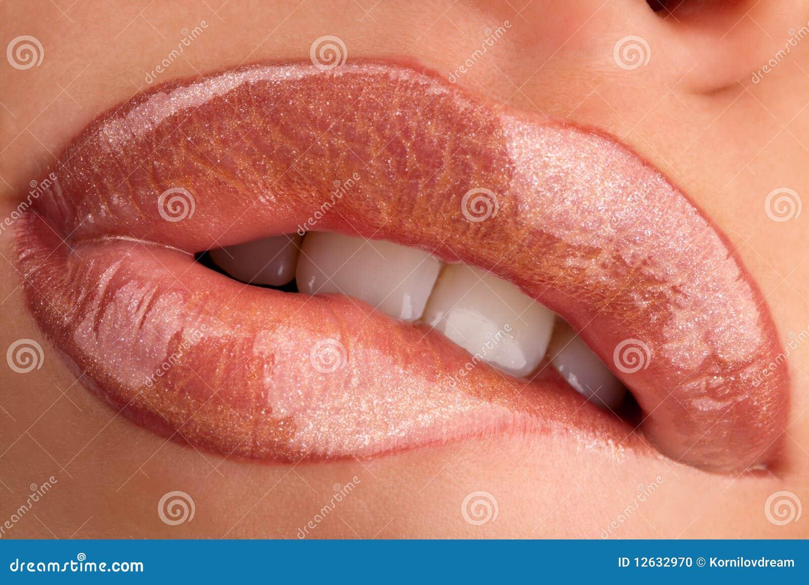 Masticación de los labios