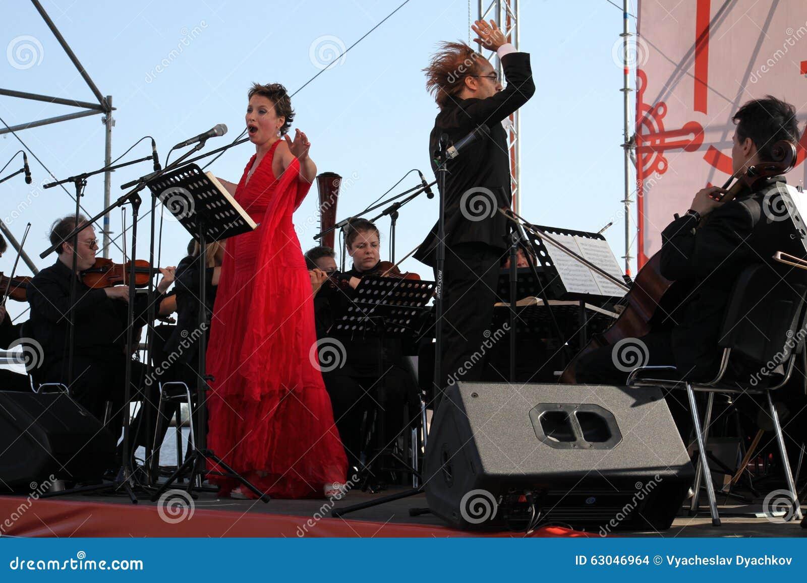 Mastrangelo italien de Fabio de soprano de schillaci de Daniela d étoile d opéra de diva (théâtre La Scala, Italie) et de chef d