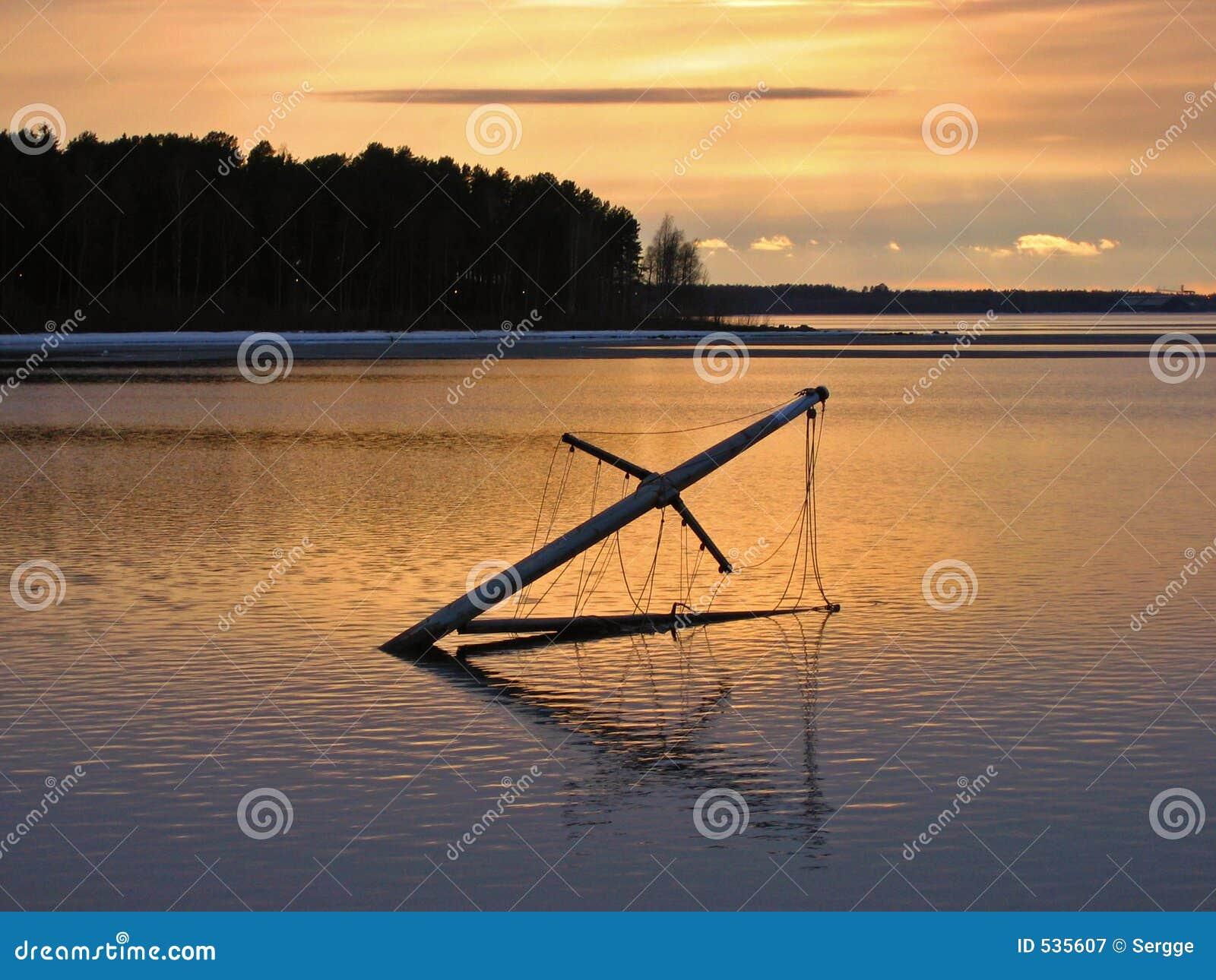Mastro de um navio afogado