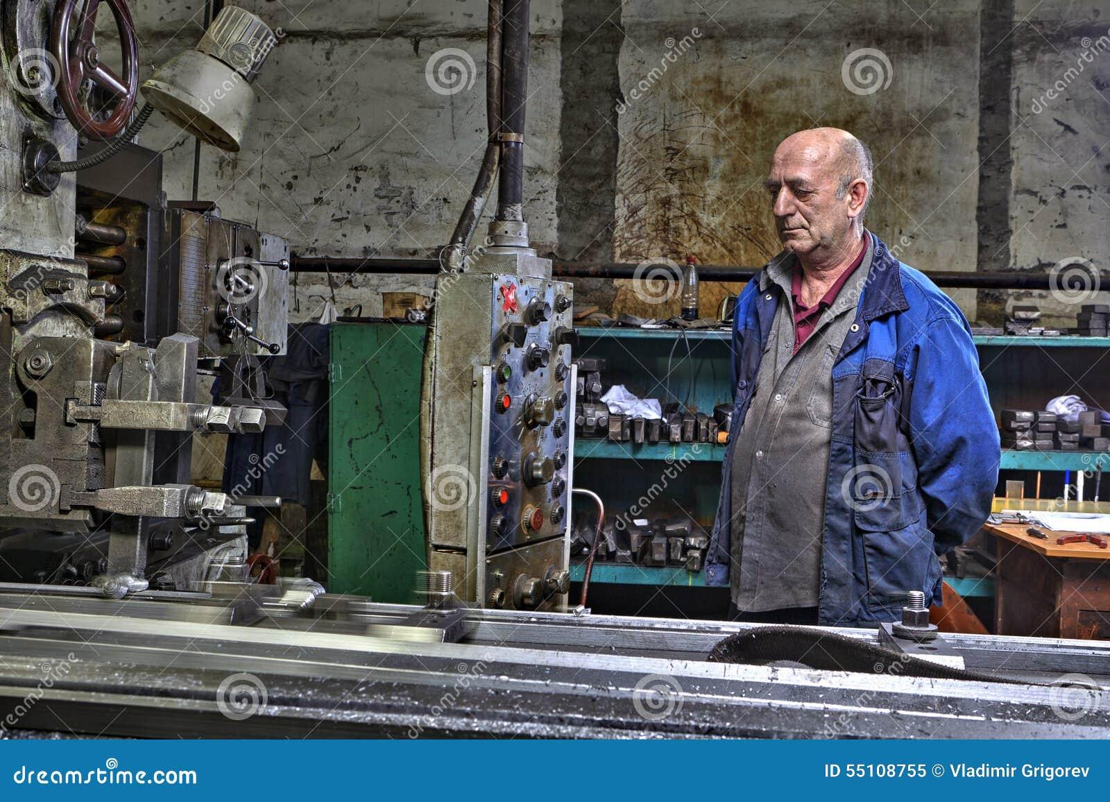Maszynowego narzędzia operator, strugarki nudny mielenie kontroluje processin