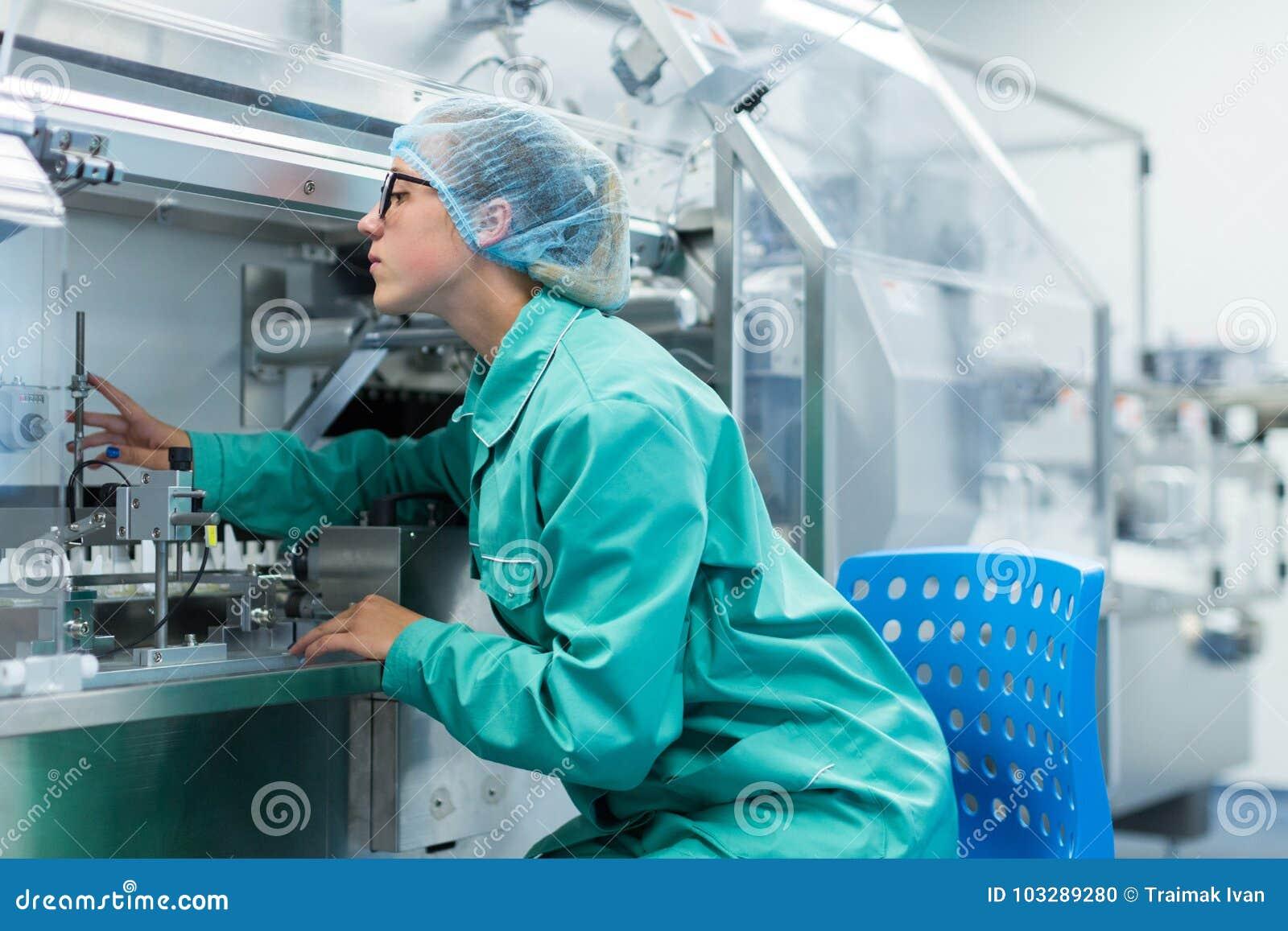 Maszynowy operator przy rośliną dla pracy