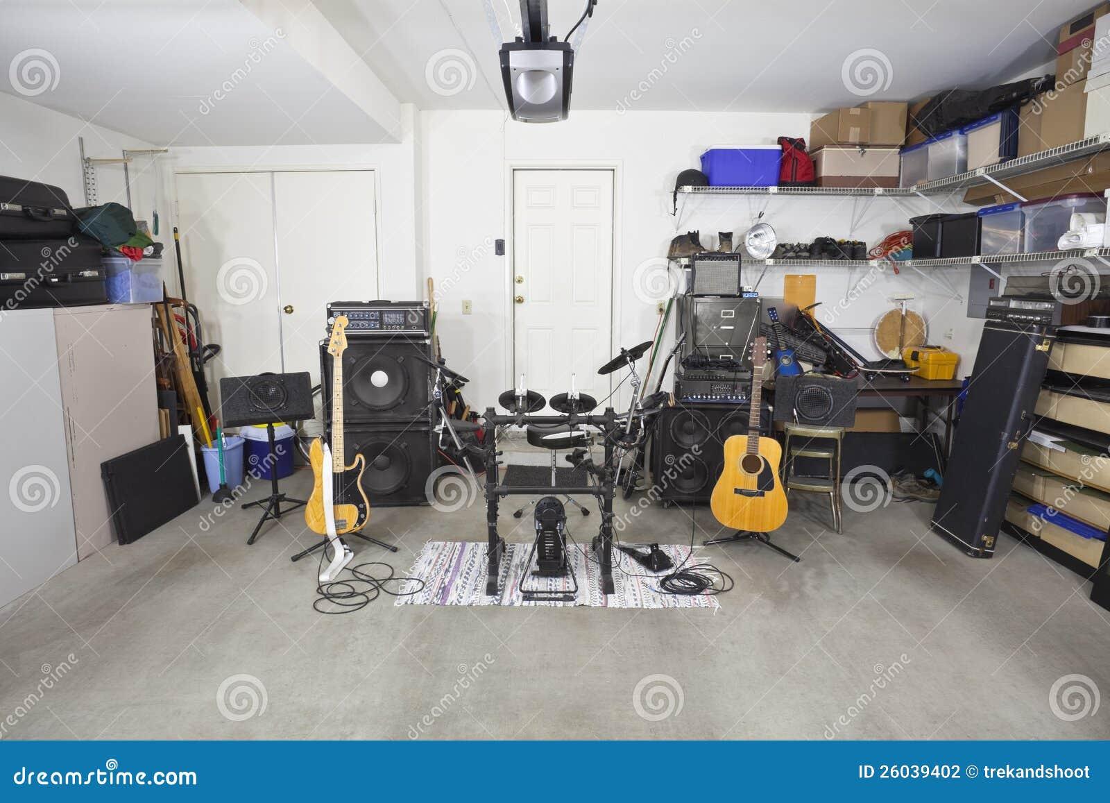 mat riel de musique de bande de garage photographie stock image 26039402. Black Bedroom Furniture Sets. Home Design Ideas